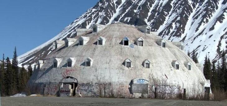 Заброшенный отель-иглу на Аляске