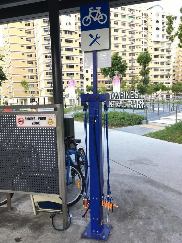 Велопарковка, с инструментами для ремонта