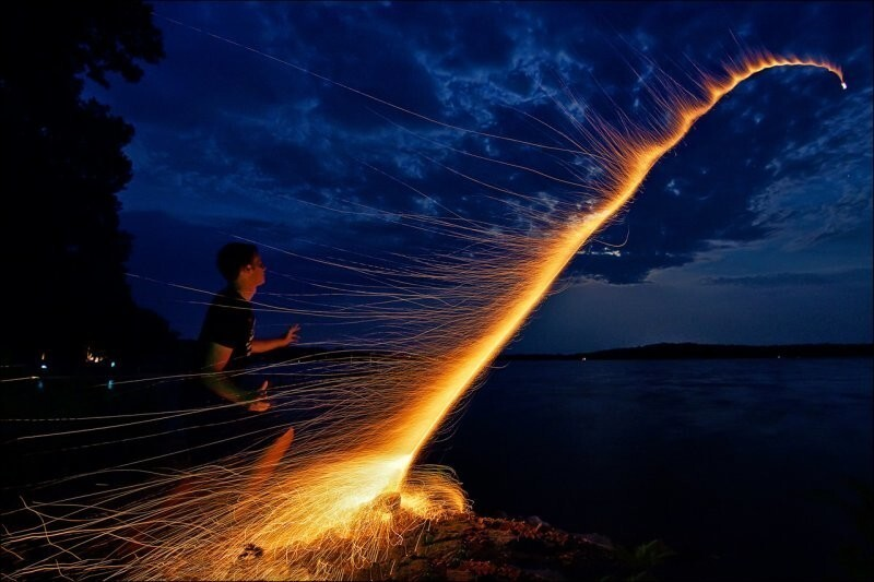 Длительная выдержка превращает фейерверк в ракету