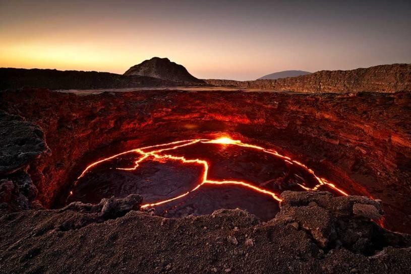 Лавовое озеро в кальдере вулкана Эрта-Але, Эфиопия
