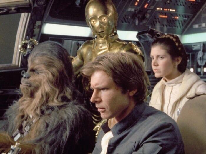 """""""Смотрели """"Звездные войны"""" с одногруппниками, и одна девушка с серьёзным лицом спросила: """"А когда у нас была космическая война? Я слышала, что фильм снят в 70-х, получается, за несколько лет до этого?"""""""
