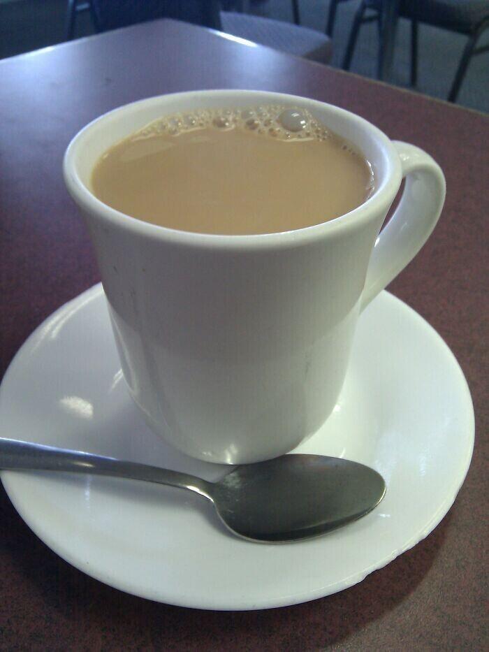 """""""Когда работал в кафе, мы с коллегой-девушкой разбирали чашки. Она сказала """"Почему не делают чашки для леворуких?"""" Я молча развернул чашку на 180 градусов перед ней"""""""