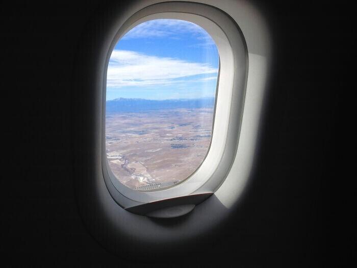"""""""Моя сестра паниковала во время полета в самолете, и попросила открыть окно, потому что ей было """"слишком жарко"""""""