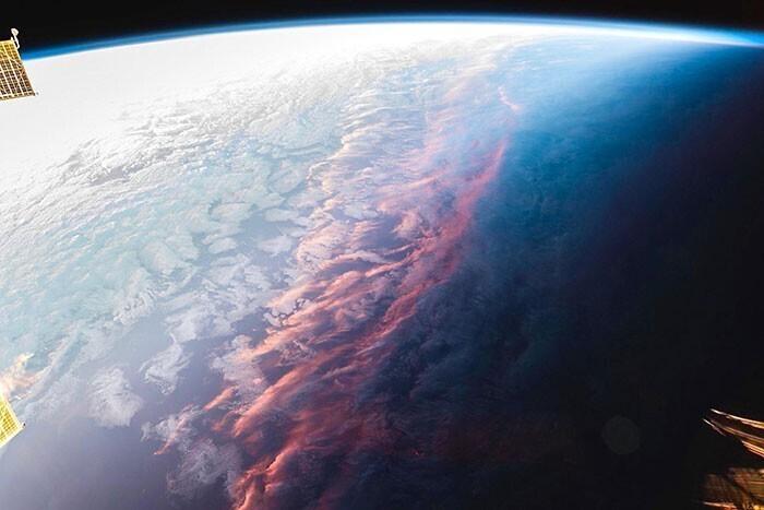 Вид на закат из космоса