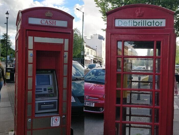 Знаменитые лондонские телефонные будки меняют предназначение: в одной установлен банкомат, в другой - дефибриллятор
