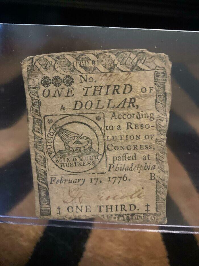 Счет на 1/3 доллара от 1776 года. Он на два месяца старше Соединенных Штатов
