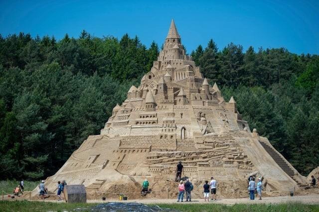 Самый большой замок из песка построен в Германии