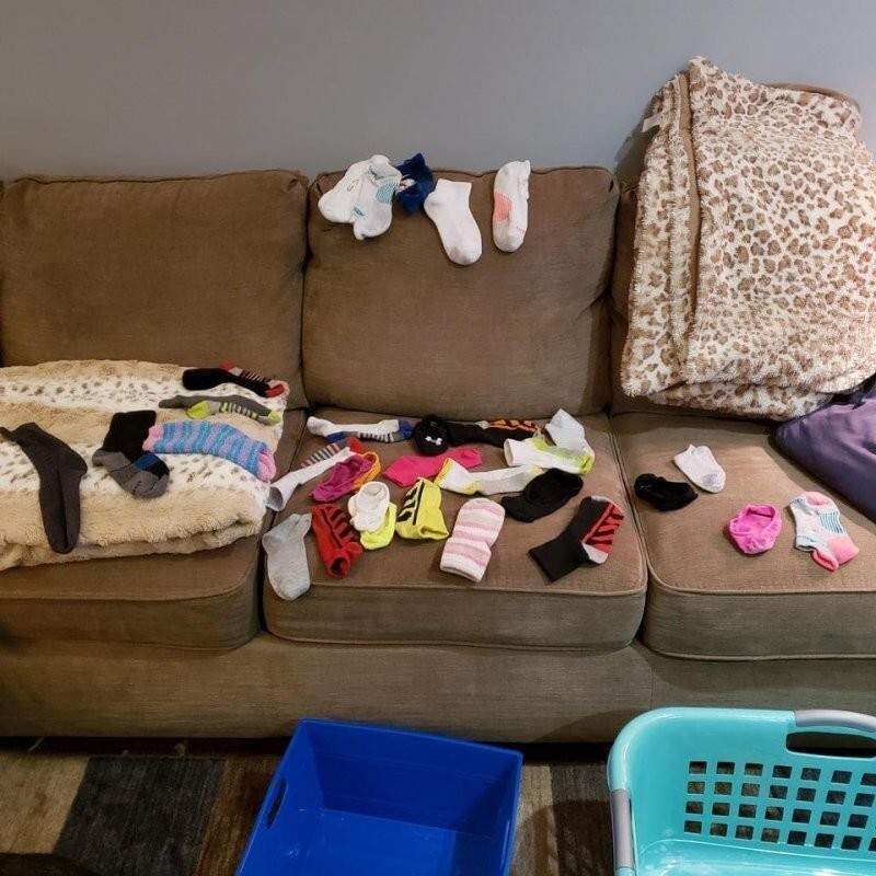 За два месяца стирки накопилось 32 носка без пары. Какого чёрта?