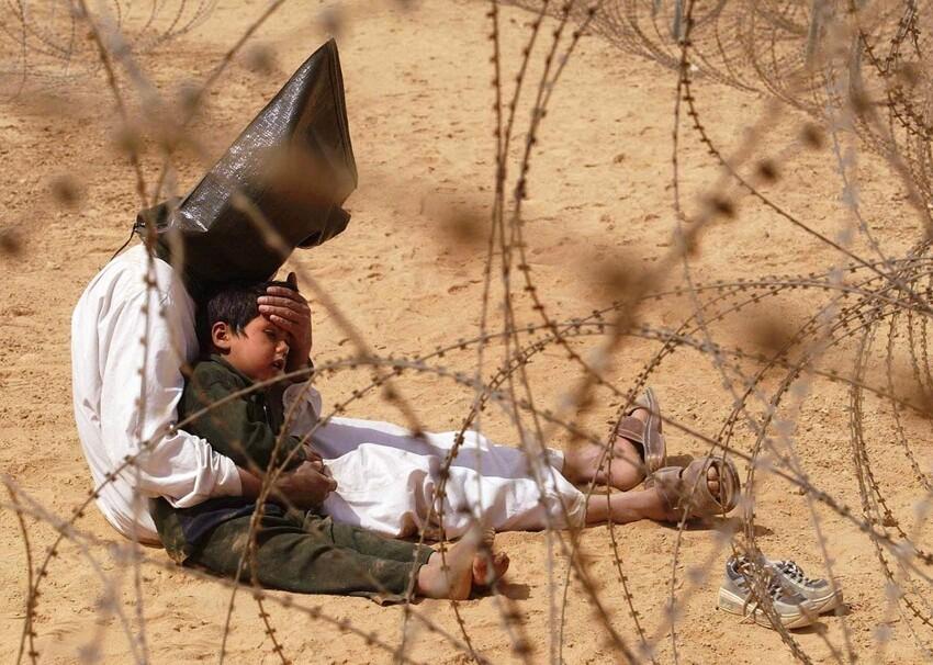 Мужчина пытается смягчить тяжелые условия сыну в тюрьме для военнопленных