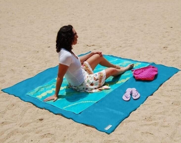 Коврик для пляжа, на который не попадает песок