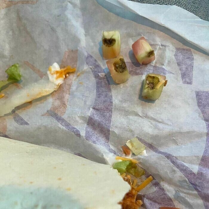 """15. """"Спасибо Taco Bell за то, что положили в мою еду самые отборные кусочки помидоров!"""""""
