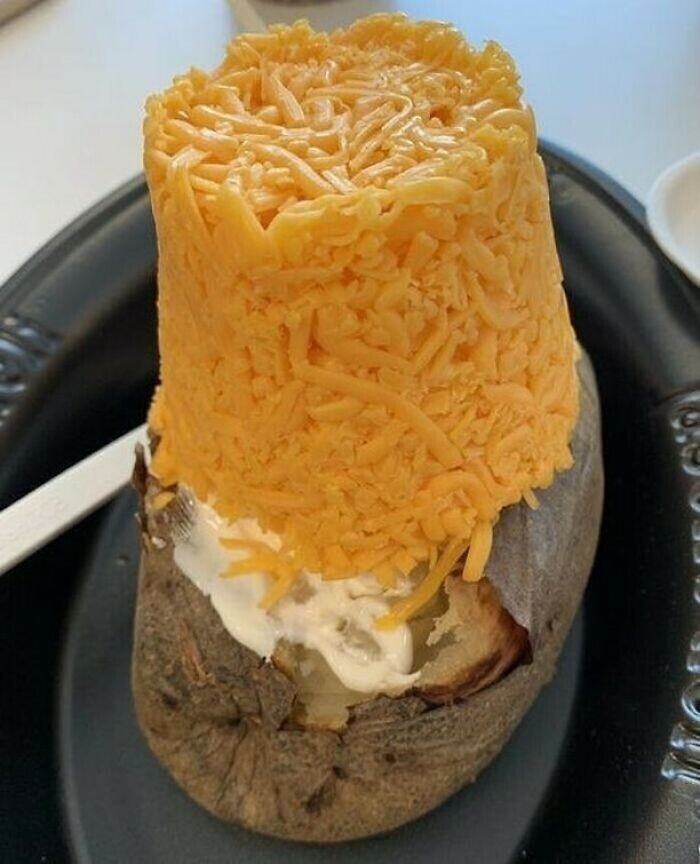 12. Запеченный картофель под сырной шапкой