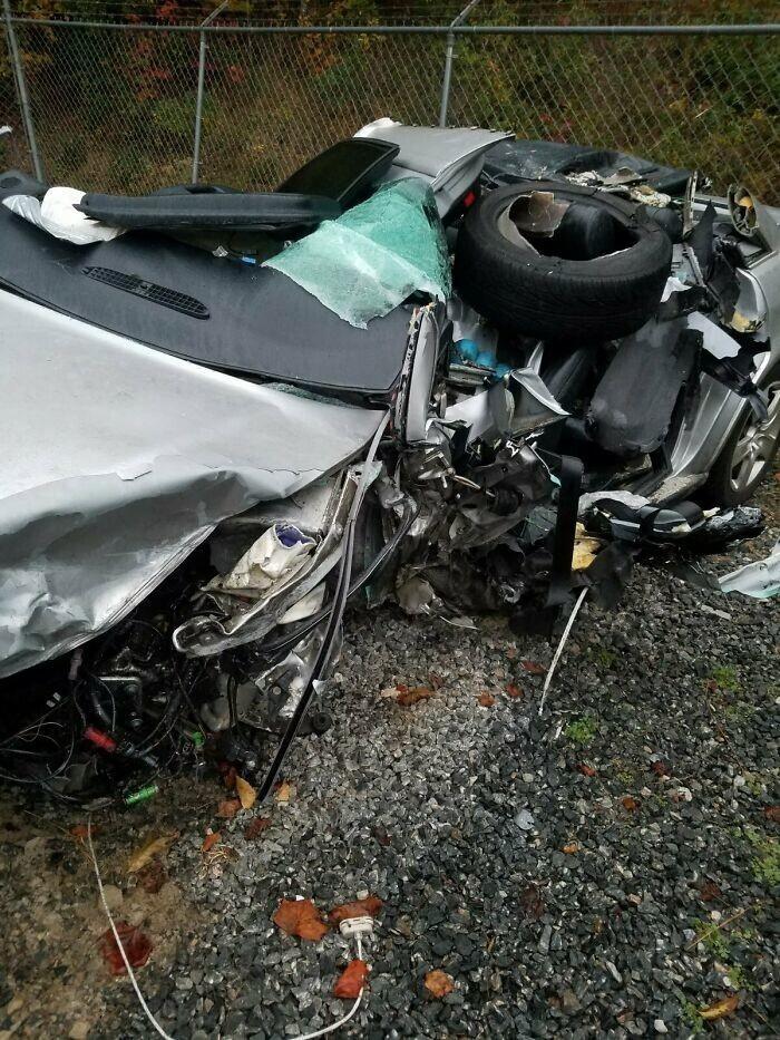"""30. """"Я был в этой машине и выжил. Какой-то кретин уснул за рулем и вылетел на мою полосу на скорости 190 км/ч. Это месиво было Audi A4 2007 года"""""""