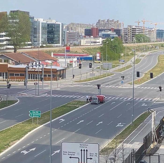 2. Буквально единственные две машины на дороге в Нови-Београде умудрились столкнуться