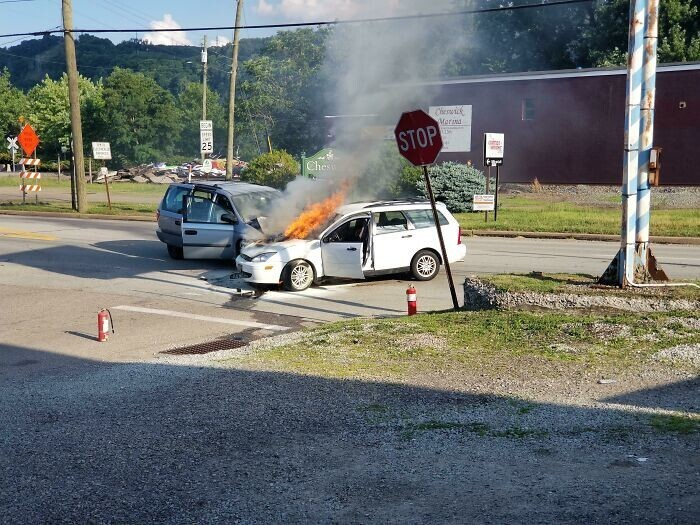 """41. """"Пьяный водитель выехал прямо передо мной. Он попытался запустить и разогнать двигатель, в результате машина загорелась. А еще он не был пристегнут"""""""