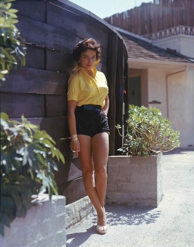 16. Джоан Коллинз, 1956 год
