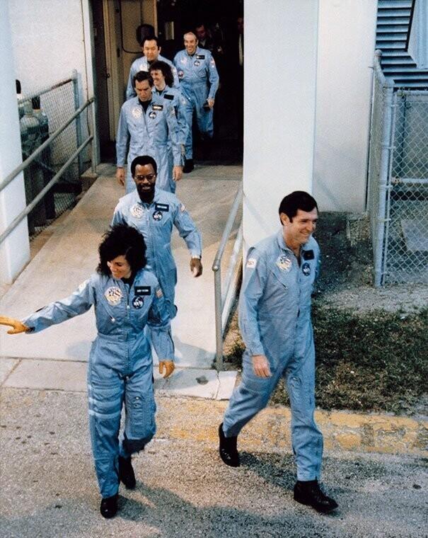 "9. Экипаж ""Челленджера"" перед посадкой, 28 января 1986 г."