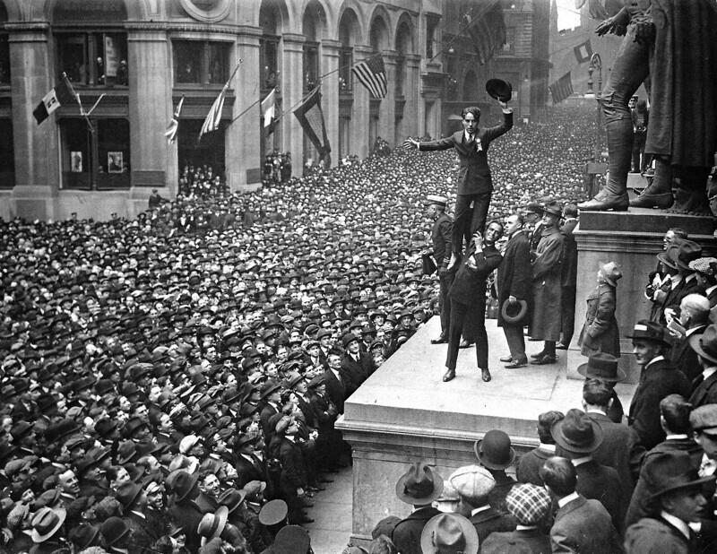 Чарли Чаплин с Дугласом Фэрбенксом, 1918 год