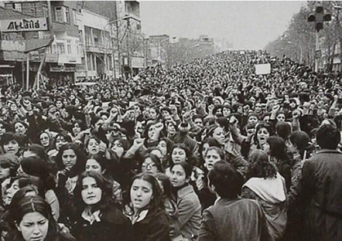 Иранские женщины протестуют против принудительного ношения хиджаба, 1979