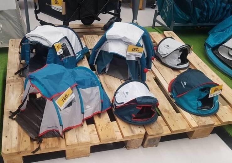 23. В спортивном магазине выставлены маленькие модели палаток, чтобы сэкономить место