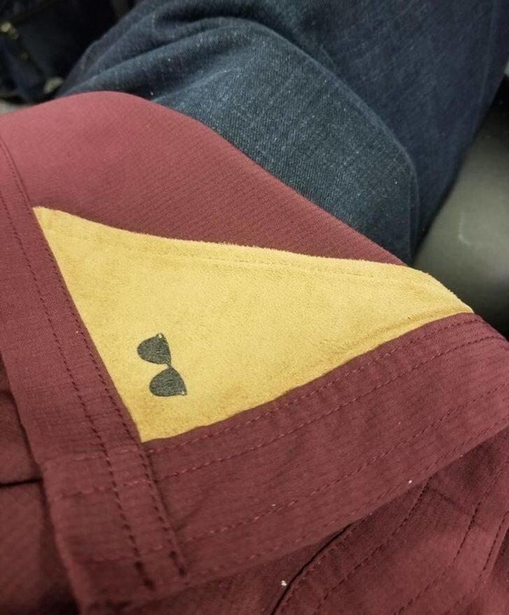 2. Рубашка, в подол которой вшита ткань для протирания очков