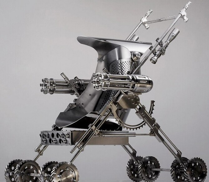 С такой коляской малыш и родителей сможет защитить