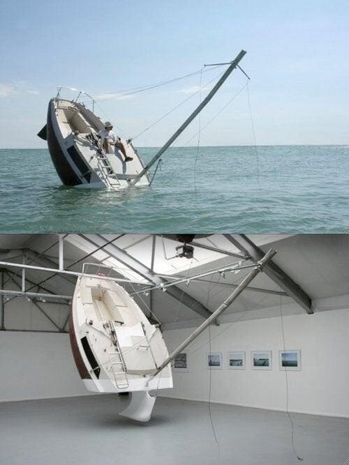 """Своеобразный """"тонущий"""" дизайн лодки"""