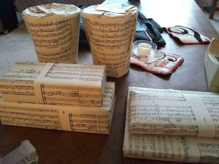 """1. """"Я использую вместо оберточной бумаги старые ноты"""""""