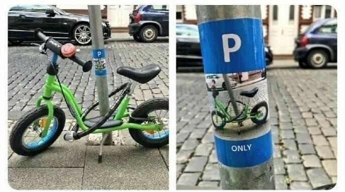 """""""Мой сын каждый день паркует свой велосипед у этого стоба. Сегодня кто-то наклеил на него этот стикер"""""""