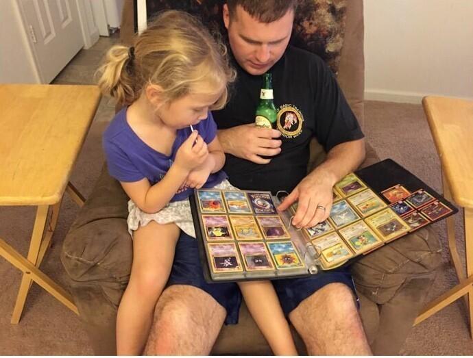 """""""Моя дочка подошла к моему мужу и спросила: """"Папа, а что ты знаешь про покемонов?"""" Я никгда еще не видела его таким счастливым. Теперь они изучают его старую коллекцию покемонов"""""""