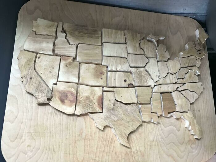 """""""Мой друг открыл мастерскую по изготовлению изделий из дерева, а я сделал ему украшение для торгового зала"""""""