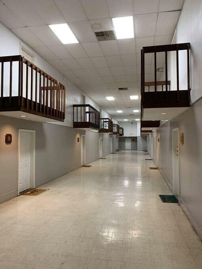 Внутренние балконы в апартаментах - издевательская задумка дизайнера