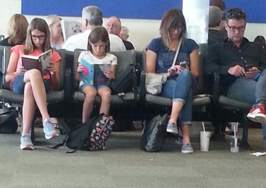 Откроют свои книги и читают... Хоть бы в соцсети вышли или мессенджере початились