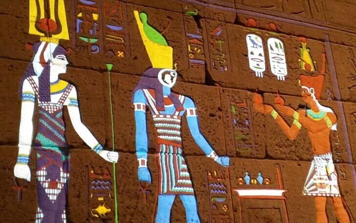 21. Так выглядели древние иероглифы до того, как выцвели