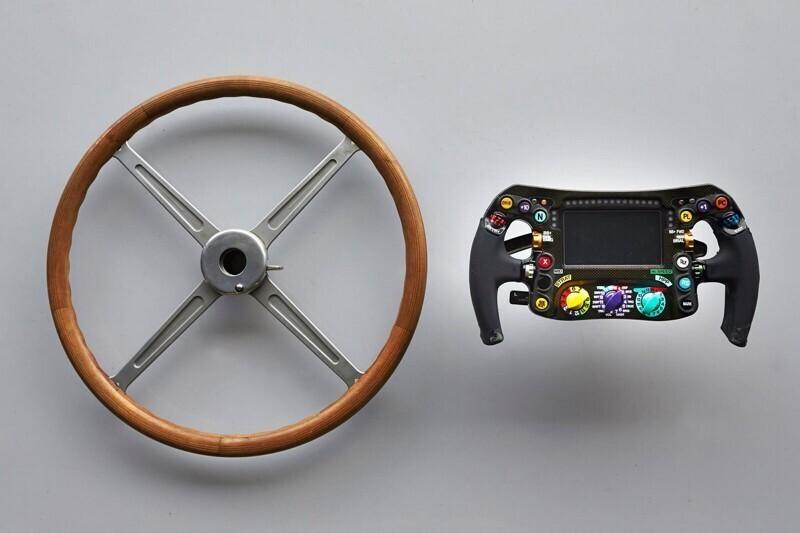 """4. Руль автомобиля Mercedes для """"Формулы-1"""" образца  1954 года и сегодня"""