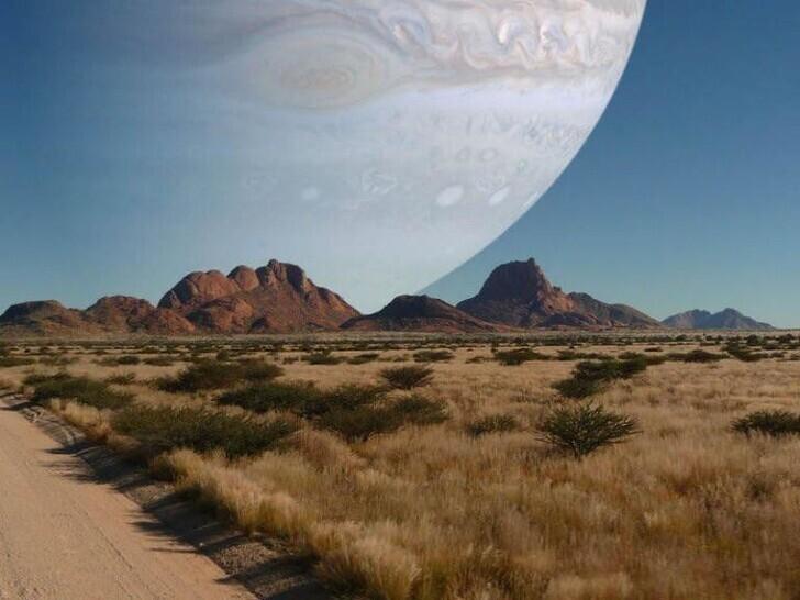25. Если бы Юпитер находился на том же расстоянии, что и Луна от Земли