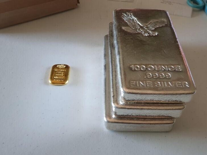6. Это золото на 5000 долларов по сравнению с серебром на 5000 долларов в соотношении 110: 1