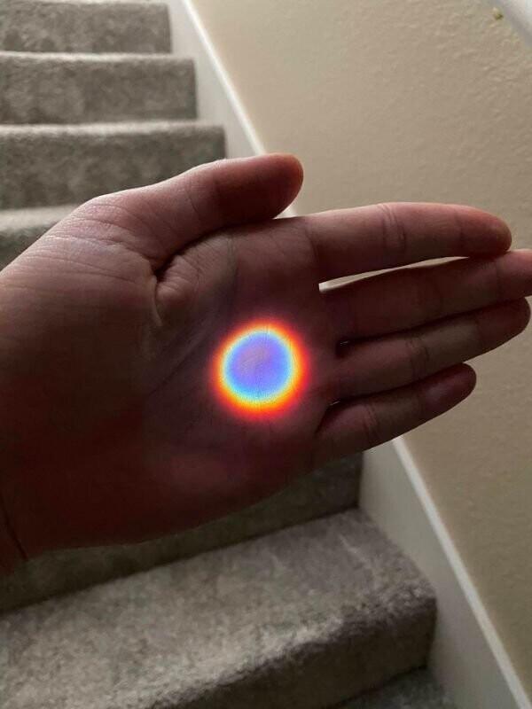 """17. """"Идеально круглая радуга, сделанная глазком в моей двери на закате"""""""