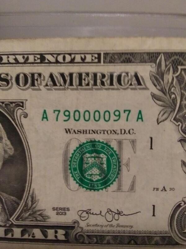 13. Серийный номер на этой долларовой банкноте - палиндром