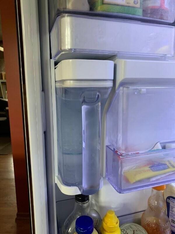 """16. """"В нашем новом холодильнике есть кувшин с фильтрованной водой"""""""