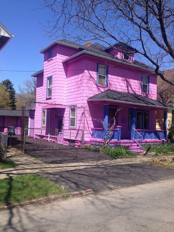 """18. """"Может быть, это дом, в котором родилась и выросла Барби?"""""""