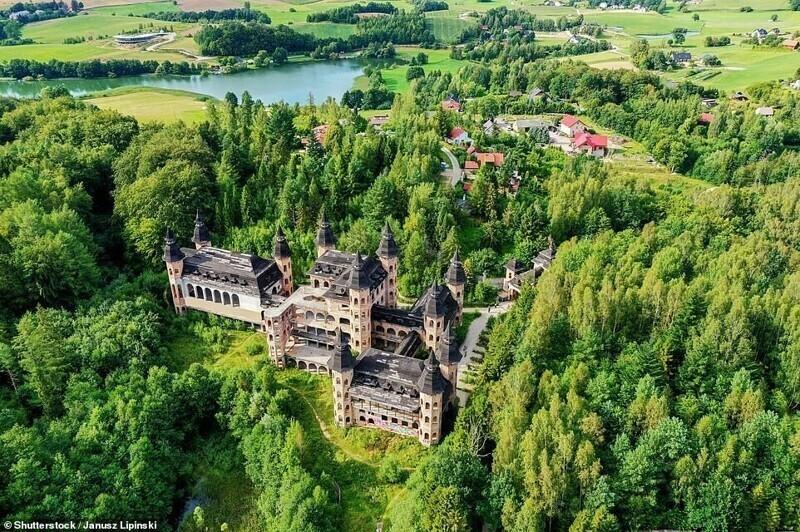 Замок Лапалице в одноименной деревне, Польша