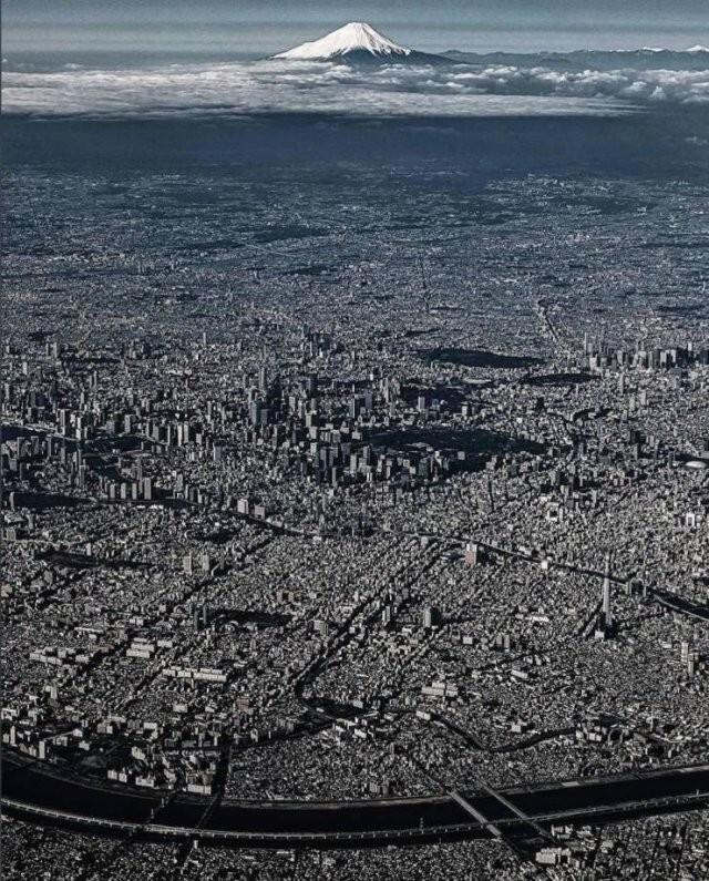 16. В Токио живет 14 миллионов человек