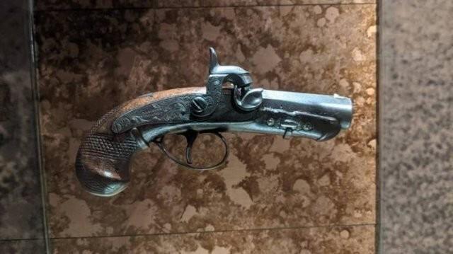 2. Пистолет, из которого застрелили Авраама Линкольна