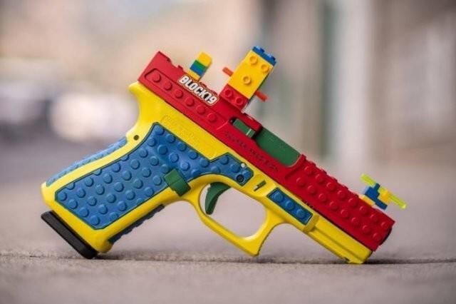 12. Настоящий рабочий Глок-19, который только выглядит как собранный из Лего