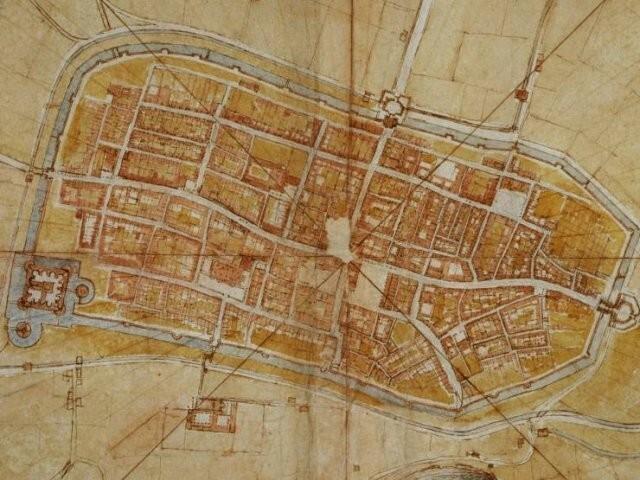 """4. Леонардо да Винчи сделал """"спутниковую"""" карту итальянского города в 1502 году с помощью линеек и транспортиров, которыми измерял угол дорог"""