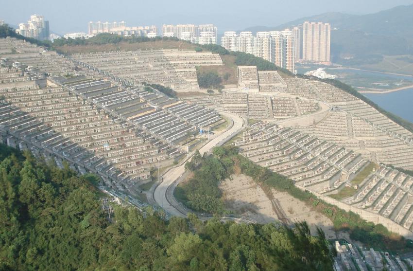 В Гонконге: странное и дорогое кладбище-амфитеатр