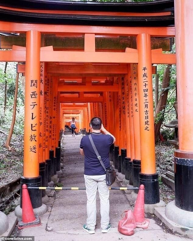 6. Блогерша проигнорировала то, что храм Фусими Инари в Киото закрыли по соображениям безопасности, потому что хотела сделать красивое фото для соцсетей