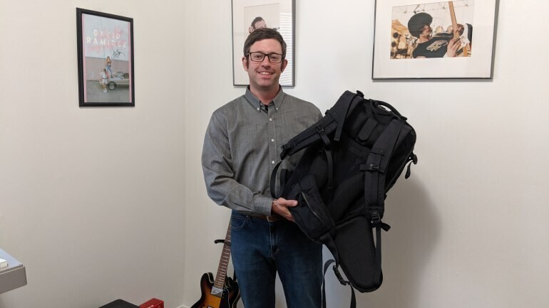 """""""Я забыл на улице рюкзак с ноутбуком. Какой-то парень нашел его и позвонил мне из кафе - у него даже не было телефона! Потом он дождался меня в кафе и отдал рюкзак - ничего не пропало! Хороших людей много!"""""""