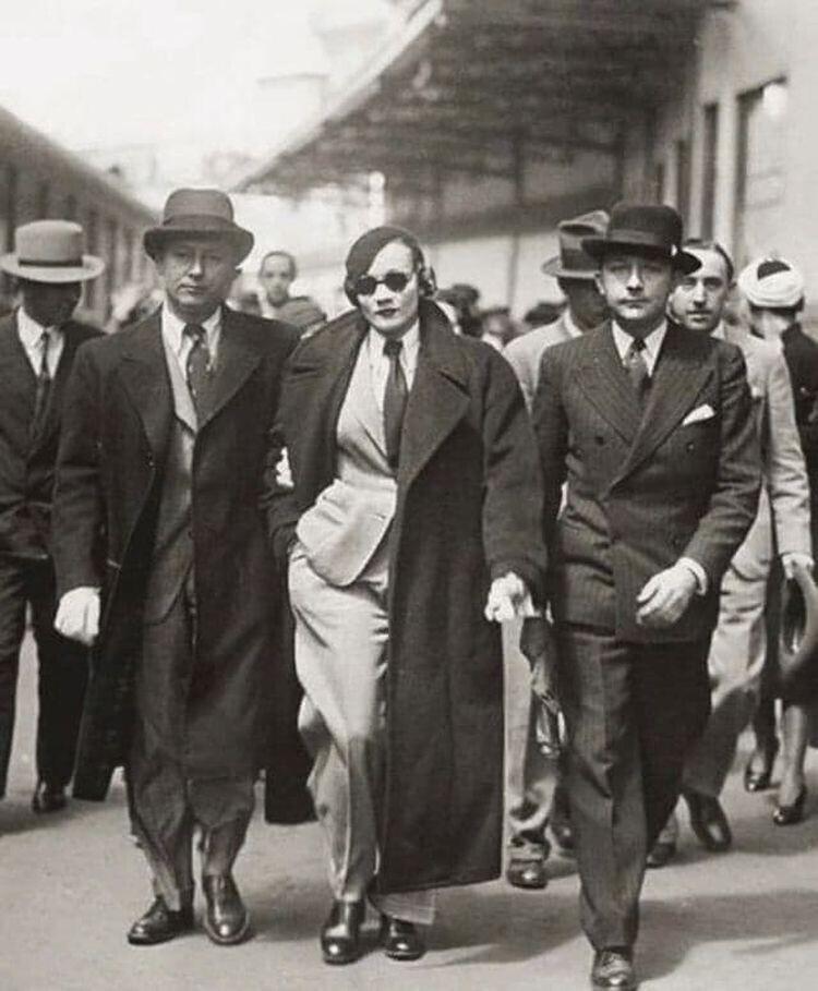 Марлен Дитрих задержана на вокзале в Париже в 1933 году за нарушение запрета на ношение женщинами брюк